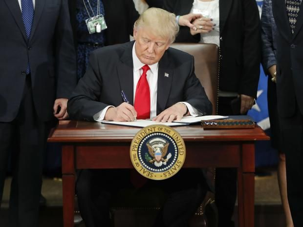 President Donald Trump to publish weekly list of crimes committed by immigrants (This maniac has to be stopped, NOW! Things are getting SERIOUSLY scary!)