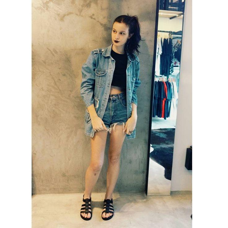 """Melissa flox - """"Versão com jaqueta jeans."""" @lazzaricaroline"""