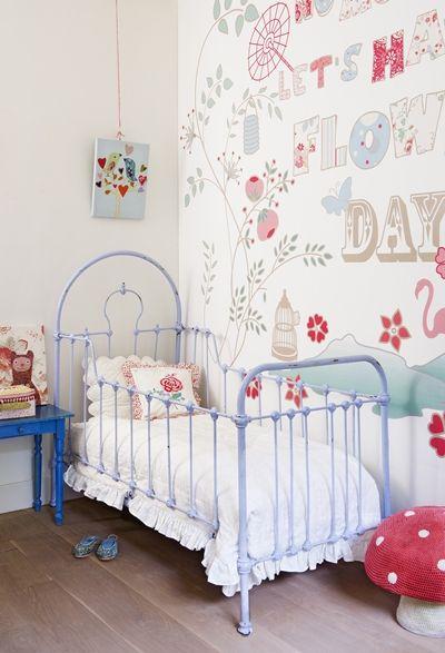 chambre enfant, lit fer forgé, lit fer, lit enfant, petit lit enfant, papier peint chambre