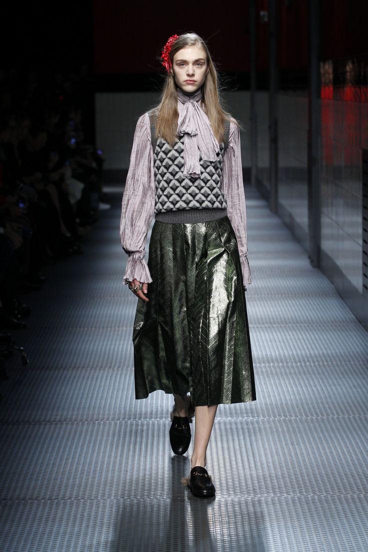 Italian fashion designers gucci alessandro michele awarded at bfa