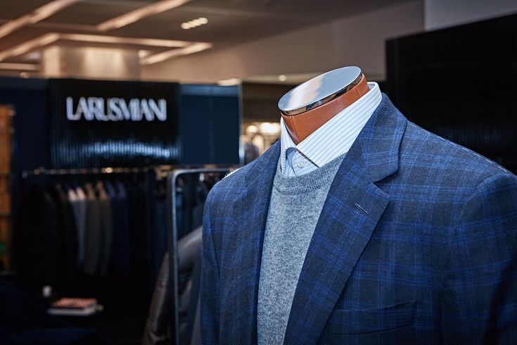 Larusmiani apre in Cina - Larusmiani continua il suo sviluppo retail aprendo una boutique presso SKP a Pechino (Cina).  - Read full story here: http://www.fashiontimes.it/2017/01/larusmiani-cina/