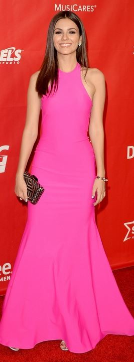 Victoria Justice: Purse – Kotur  Ring – Vita Fede  Dress – Michael Costello
