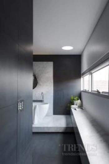 Modern bathroom with Carrara marble plinth achieves spacious feel