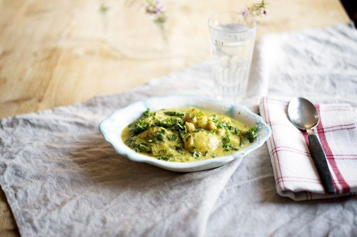 Värmande vegansk currygryta med spenat och potatis