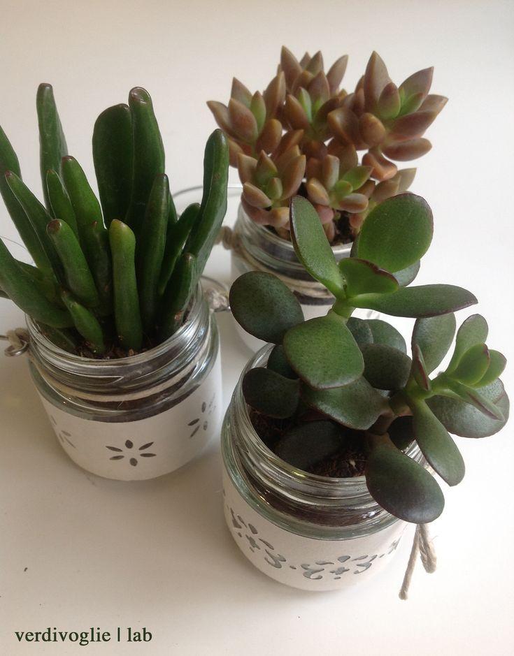 vasi di vetro decorati con le piante grasse, Italy wedding, confetti