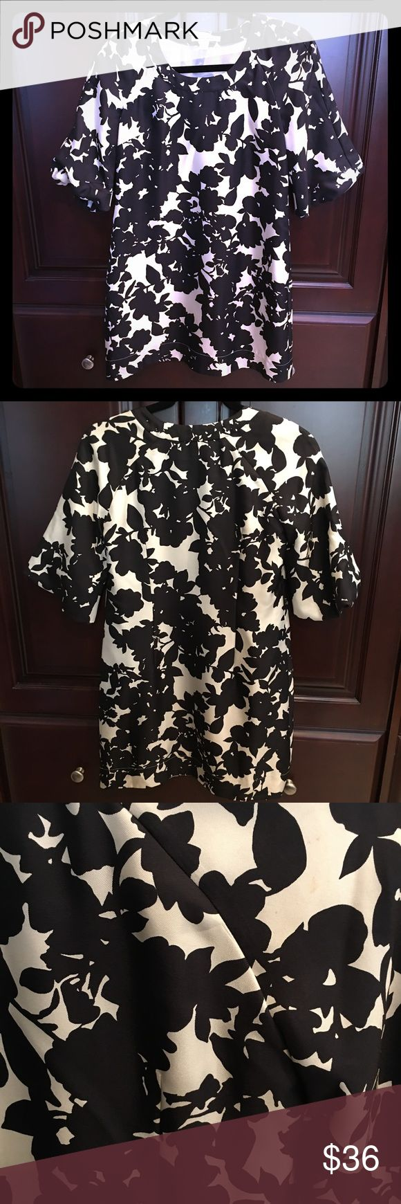 Banana Republic floral print silk dress Banana Republic short dress with slight bell sleeves and gorgeous all over black & white floral print. Lightweight. 100% silk. Fully lined. Dry clean only. Banana Republic Dresses