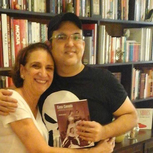 """Eu tietando minha queridíssima amiga Cristina Seixas pedindo autógrafo e dedicatória do seu mais novo livro """"Casa Canada"""". https://www.facebook.com/livroCasaCanada/?fref=ts"""