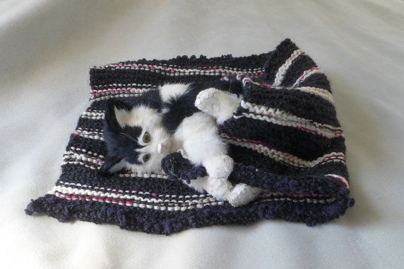 Handmade knitted Cat bed / extra thick Blanket cozy by Dreamfiber