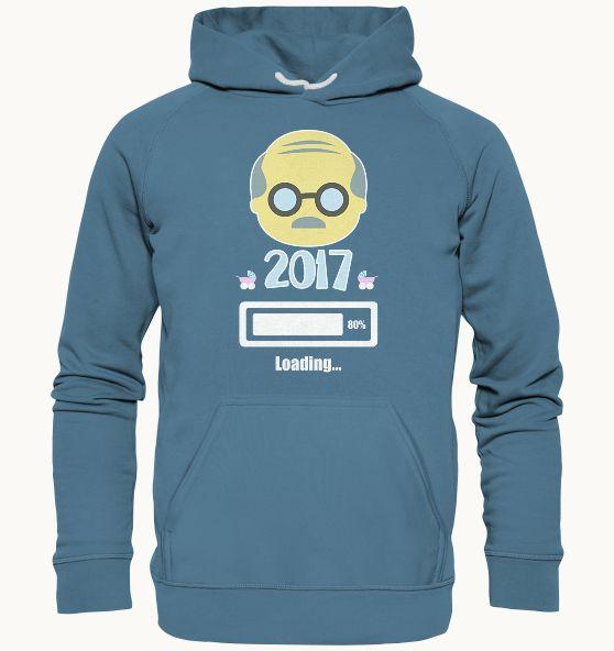 """Hier kannst Du Dir Dein """"Opa 2017 Loading"""" T-Shirtkaufen! Dieses Teil ist nicht nur extrem trageangenehm und ein Hingucker, sondern auch sehr lustig anzuschauen. Erhältlich als: T-Shirt Hoodie Pullover V-Neck Shirt FÜR WEN?Sehr gut geeignet auch als Geschenk für Opas und für Männer, die bald Großvaterwerden. SEHR KOMFORTABEL:Die Shirts, Hoodies & Pullover sind extrem komfortabel und angenehem zu tragen.Mach eszu Deinem täglichen Begleiter oder immer dann, wenn Du mit Deinem ..."""