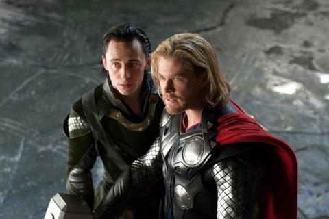 Thor and Loki - yummy!Full Movie, Chris Hemsworth, Marvel, Chrishemsworth, Loki Thor, Tomhiddleston, Thor Loki, The Avengers, Tom Hiddleston