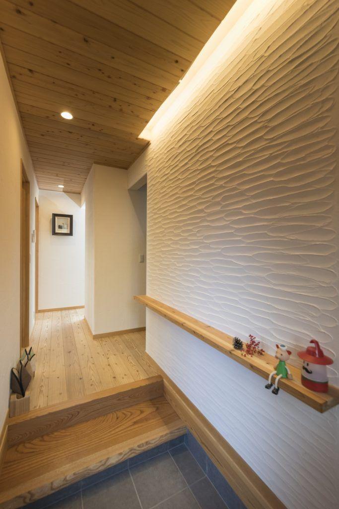 大屋根 ウッドデッキ 平屋のような和風住宅 玄関 塗り壁 玄関 内装 玄関ホール デザイン
