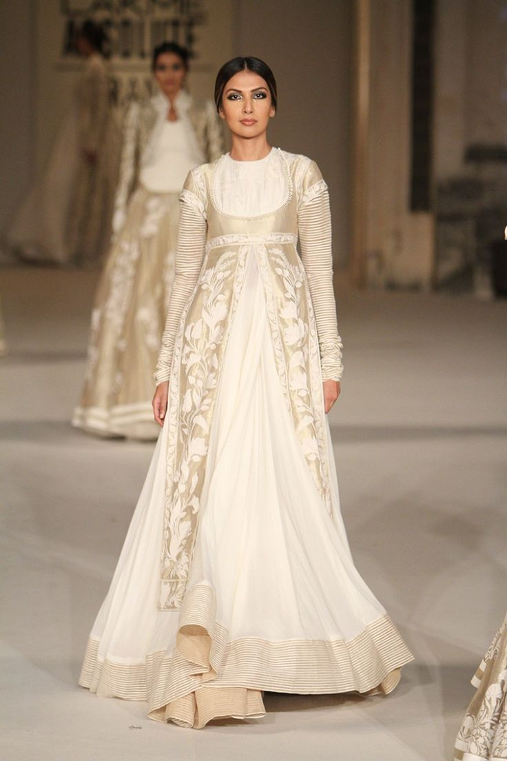 Rohit Bal's finale show at Lakme Fashion Week 2016 was to die for. From wedding guest style outfits to wedding outfits, there is something for everyone