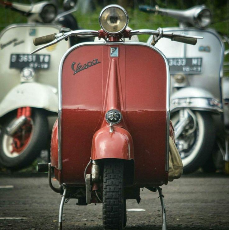 188 best vespas in red / rot images on pinterest | scooters, vespa