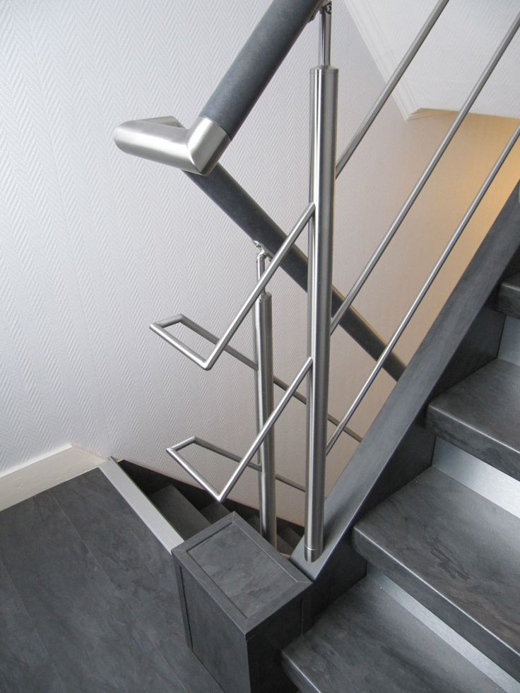 25 beste idee n over hout trapleuningen op pinterest for Hoogte trapleuning boven trap
