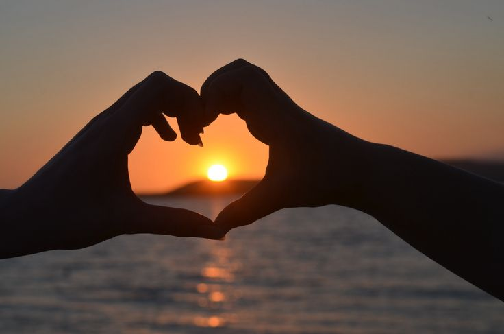 Tahlee sunset heart hands