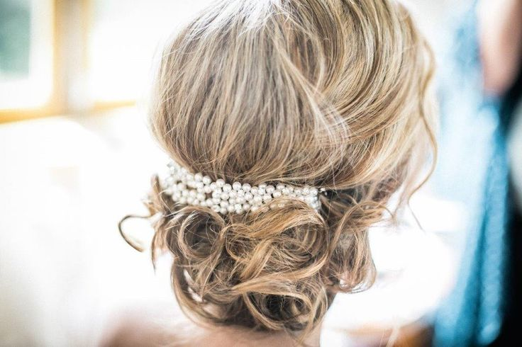 Vintage wedding hairstyle  - www.myvintageweddingportuga.com | #weddinginportugal #vintageweddinginportugal #vintagewedding #portugalwedding #myvintageweddinginportugal #rusticwedding #rusticweddinginportugal #thequinta #weddinginsintra #summerweddinginportugal