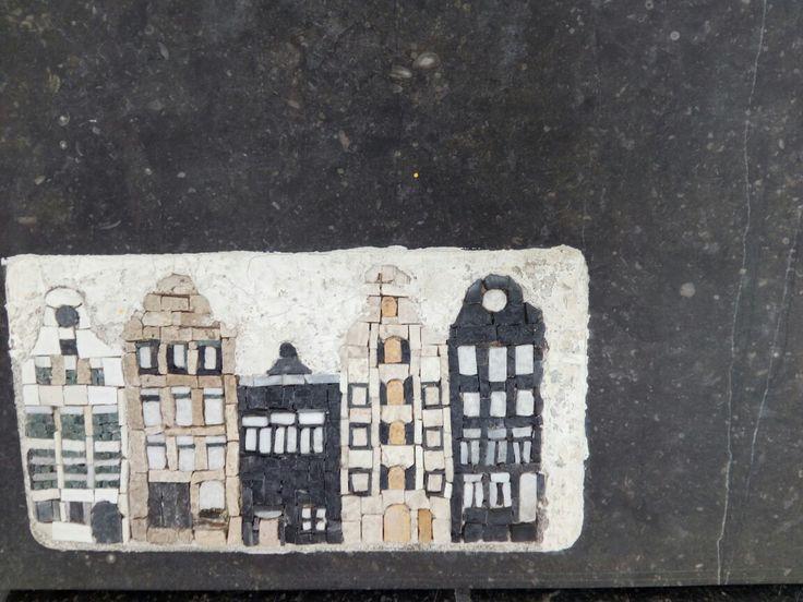 Mozaiek Amsterdamse huisjes.