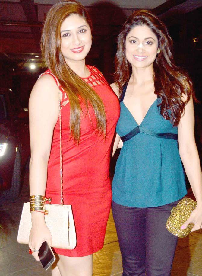 Shamita Shetty with Vivian Dsena's wife Vahbiz Dorabjee at Manish Paul's birthday bash. #Bollywood #Fashion #Style #Beauty
