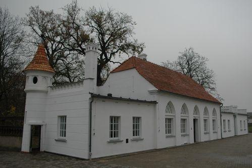 Domek Ogrodnika w Jarogniewicach. Obecnie mieści się w nim kuchnia Domu Pomocy Społecznej.