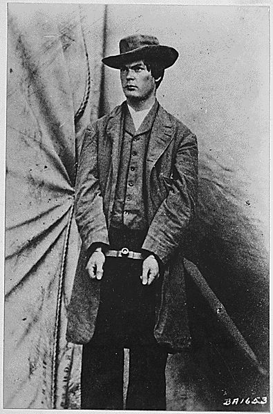 A handcuffed and angry-looking Lewis Payne, also known as Lewis Powell, after his arrest as an associate of John Wilkes Booth in the Lincoln assassination plot. He attacked Secretary of State William H. Seward but did not complete the murder. 1865. (Army)