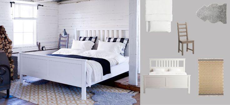 Des draps et oreillers blancs pour l'été, la touche de couleur étant apportée par deux housses de coussins fantaisies et une couverture