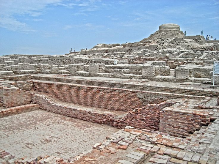 The ruins of the Harrapan city of Mohenjo-daro in #Pakistan remained undocumented for over 3,700 years, until their discovery in 1922 by Rakhaldas Bandyopadhyay, an officer of the Archaeological Survey of India. He was led to the mound by a Buddhist monk, who reportedly believed it to be a stupa./ qw