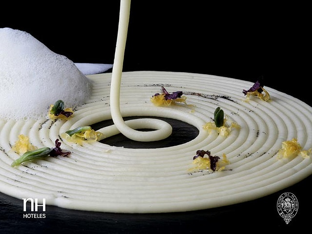 Olive oil spaghetti by @pacoroncero . He uses an emulsion of extra virgin olive oil with methylcellulose to create a cream which is injected into the hot soup using a syringe to form perfect spaghetti.