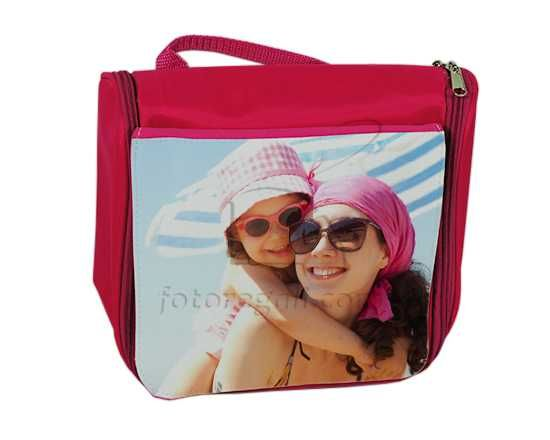 Beauty Case Personalizzati perfetti per il tempo libero e lo sport. Creali ora personalizzati con foto e grafiche.