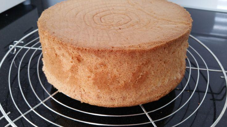 Ik kreeg heel vaak een verzoek voor een goed recept voor een basisbiscuit voor taart. In deze post lezen jullie welk recept ik gebruik...