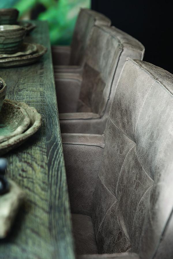 De eetkamerstoelen van PTMD zijn een stijlvolle aanvulling voor je interieur. De grijze eetkamerstoel heeft een landelijke uitstraling