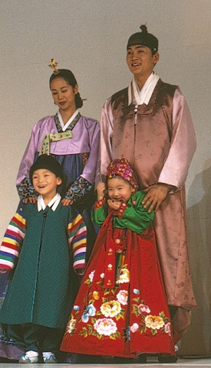 lots of pictures and descriptions.   hanbok + stars in hanbok (its my bonus^^)