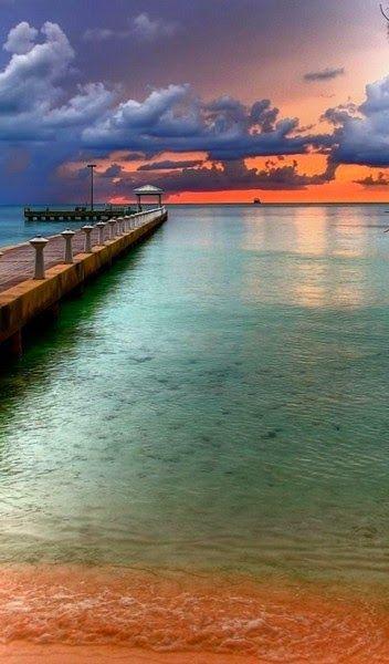 Enjoy Real life in Florida   Key West - Florida #keywest @visitflorida http://livedan330.com/2014/12/31/key-west-captain-dans-travel-tips/