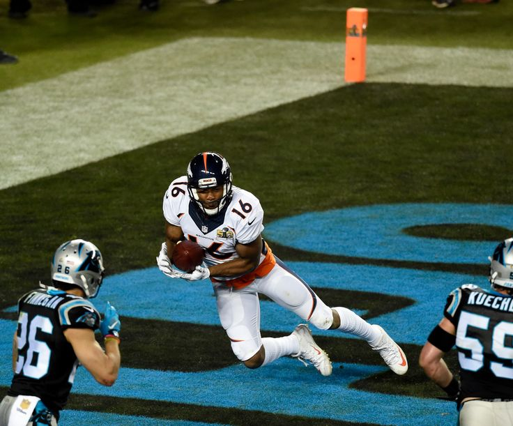 . Bennie Fowler (16) of the Denver Broncos catches a two point conversion in the fourth quarter.  The Denver Broncos played the Carolina Panthers in Super Bowl 50 at Levi\'s Stadium in Santa Clara, Calif. on February 7, 2016. (Photo by John Leyba/The Denver Post)