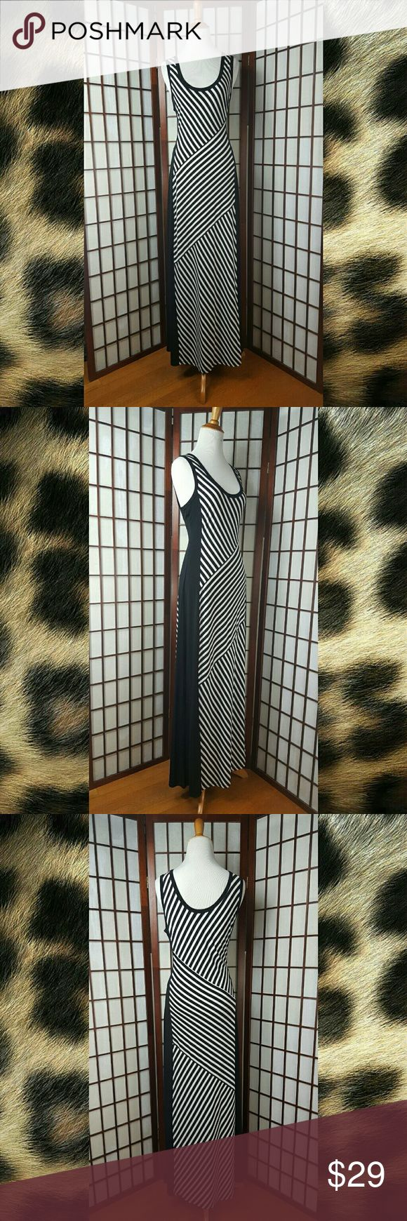 "Black and White CALVIN KLEIN Maxi Dress Size M Pre-owned excellent condition  Calvin Klein size M Sleeveless sleeve style Maxi Dress Striped pattern Black and white Made of polyester and spandex  Nice dress   MEASUREMENTS Approximate  Pit to pit 18"" Shoulder to hem 58"" Waist 32"" Calvin Klein Dresses Maxi"
