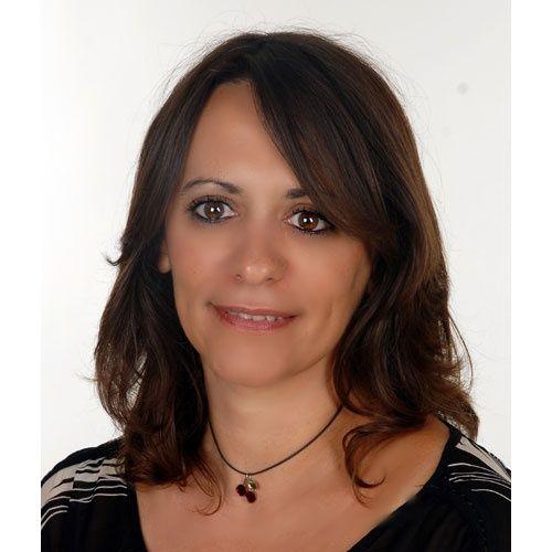 Συνέντευξη στην Ιουλία Ιωάννου Αν στο προηγούμενο μυθιστόρημά της, «Το μυστικό ήταν η ζάχαρη» η Τέσυ Μπάιλα προσπάθησε να μας γλυκάνει για τις πικρές αλήθειες και τα τραγικά περιστατικά που