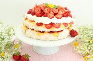 Cake By Mary: Marängkrisptårta med passionsfruktscurd & jordgubb...