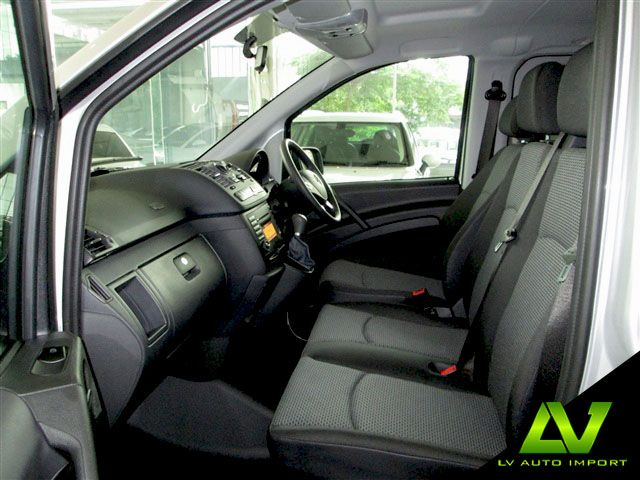 Mercedes Benz Vito 122 CDI 3.0 AT Traveliner Exterior : Brilliant Silver Interior  : Cloth Grey