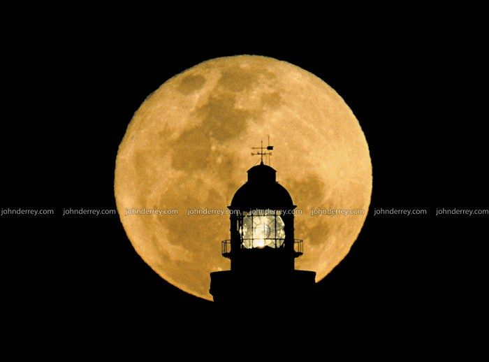 John D'Errey image 'Lighthouse Moon'  Byron Bay