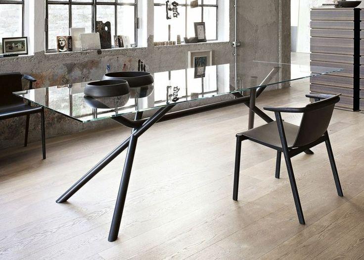 Esstisch mit Glasplatte und Metall-Gestell
