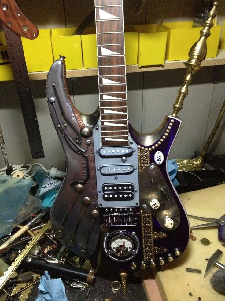 THIS IS THE FABIANCASTER, THE FIRST STEAMPUNK GUITAR OF A SERIE OF 9 ALREADY FINISH AND 3 MORE IN PROGRESS. I HOPE YOU LIKE IT GUYS!!!!!!!!!