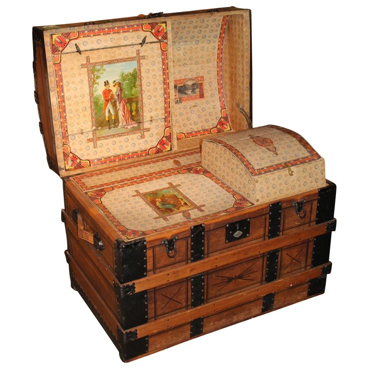 1000 images about vintage steamer trunks on pinterest for Wooden attic box bed