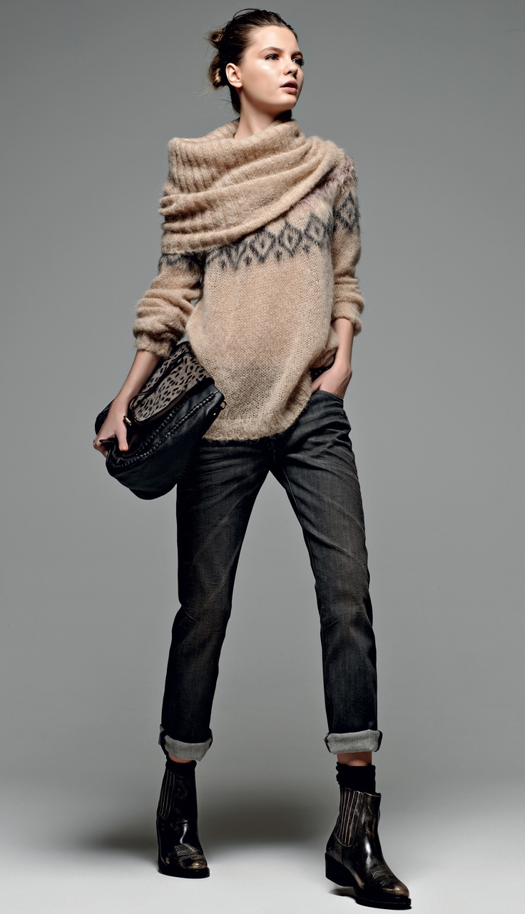 "TWIN-SET Simona Barbieri: ""Sweet Luxury"": boyfriend jean,sweater in jacquard with high cowl collar,leatherette box bag and biker boot low suede."