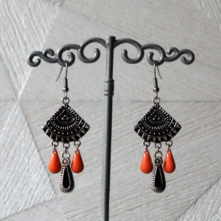Boucles d'oreilles chandeliers ethnique argentés bleu, gouttes émaillées orange, gouttes argentées bleu : Boucles d'oreille par mystee-creations