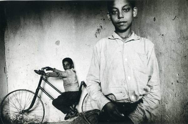 Gitanos // Gypsies (by Josef Koudelka) | ...y mientras tanto // ...and meanwhile