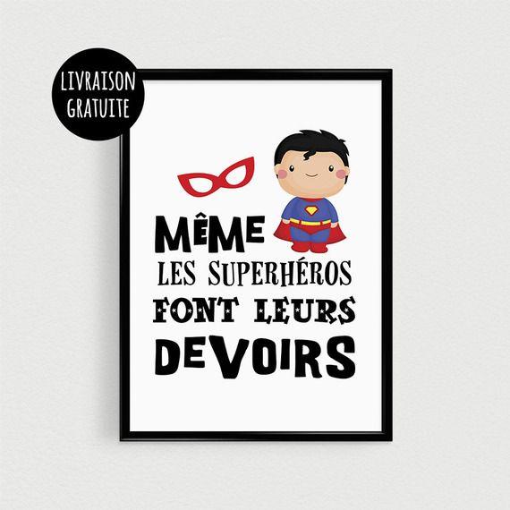"""Poster A3 super héro pour enfant """"Même les superhéros font leurs devoirs"""" - Affiche citation de super héros"""