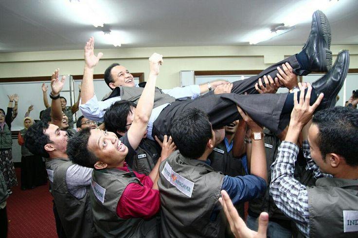 Pak @aniesbaswedan maafkan kalo temen2 @pengajarmuda VI heboh saat pelepasan via @siska_atd