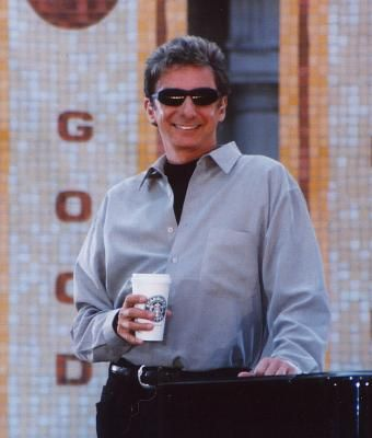 barry manilow photos 2000 | ... from Bryant Park in New York on Good Morning America (June 2, 2000