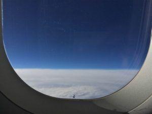 Ini Arti Lubang Kecil Di Jendela Pesawat
