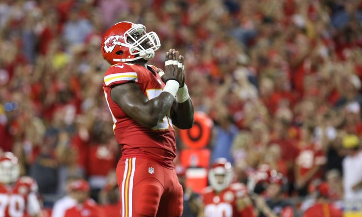Chiefs' LB Justin Houston returns to practice = Huge news for the Chiefs: Linebacker Justin Houston is coming back to practice today.  This does not mean that he's about to play, but it's still a huge step in the right direction. RB Jamaal.....