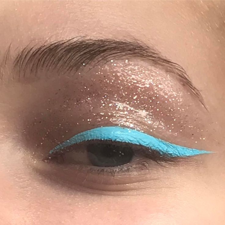 "3,283 Likes, 14 Comments - @annesophiecosta on Instagram: ""〰 azul marinho. #makeup #glitter #limecrime #stilla"""